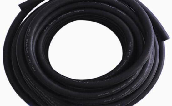 改善丁晴耐油胶管表面光洁度的办法