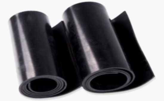 解决天然胶/再生胶并用生产胶板压片气泡问题