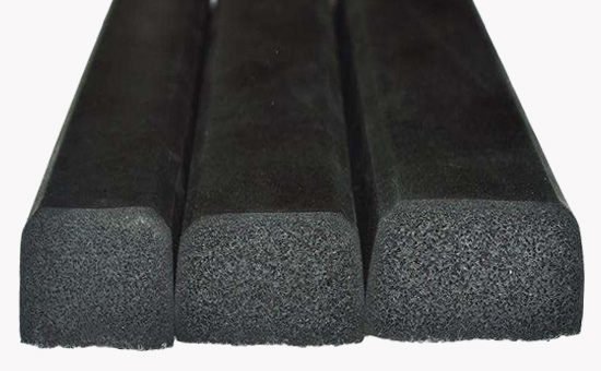 Adding high proportion of tire reclaimed rubber to produce general formula of foamed rubber products