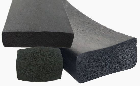 Recycled rubber varieties that reduce the production cost of natural rubber foam products